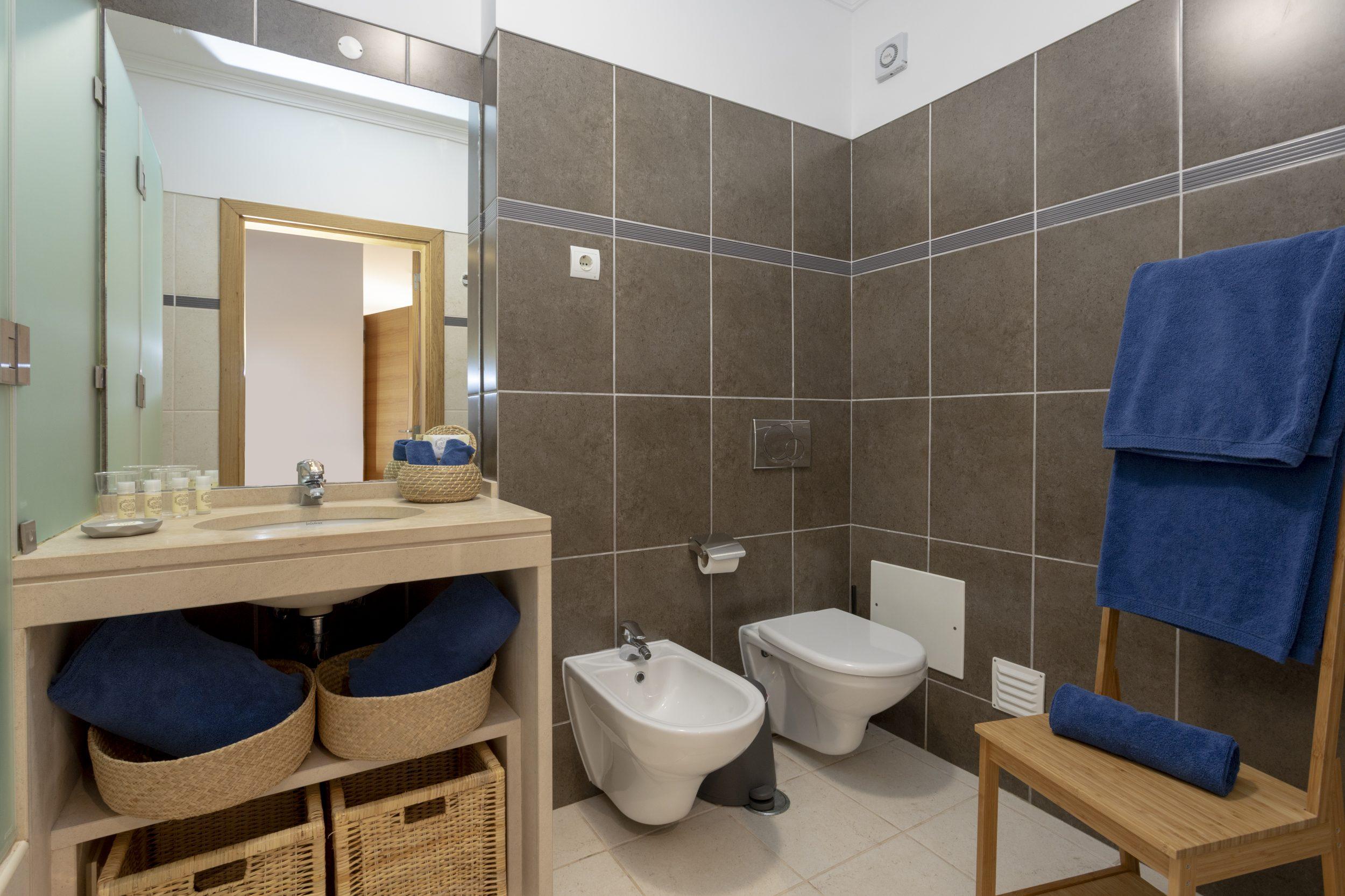 Placid-Village-Bathroom